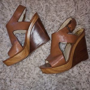 MICHAEL KORS- platform tan leather heels